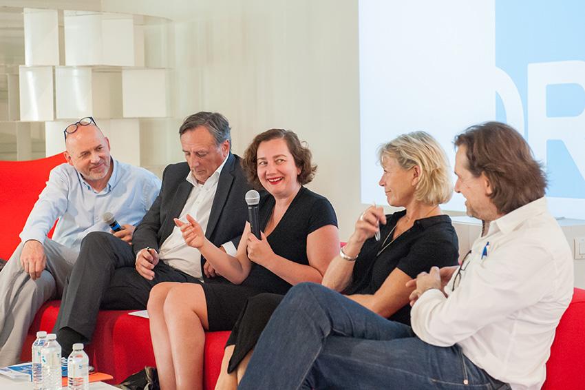 « Intérêt public et architecture » avec de gauche à droite : Benoit Lasserre, Michel Gaidot, Anouk Legendre, Elizabeth Touton et Eric Wirth.