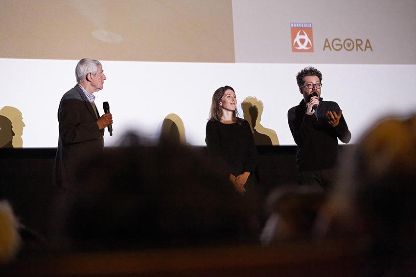 De gauche à droite : Pierre Bénard et les réalisateurs Louise Lemoine et Ila Bêka.